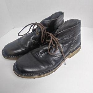 UGG Leighton Brown Leather Chukka Boot. Size 9